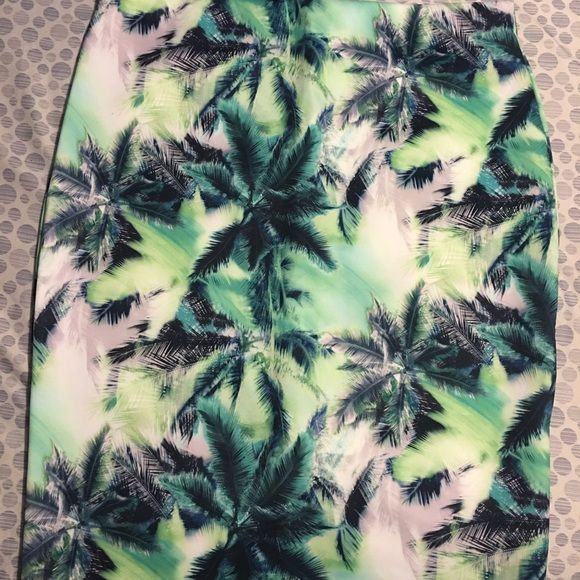 ASOS Skirt Beautiful tropical design ASOS skirt. Size 14. Never worn! ASOS Skirts Midi