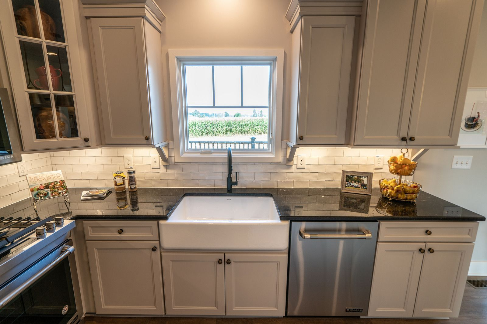 Brentwood Farmhouse Model In Hebron Ohio By Wayne Homes Customhome Newhomeconstruction Floorplan Twostor Wayne Homes New Home Construction Kitchen Decor