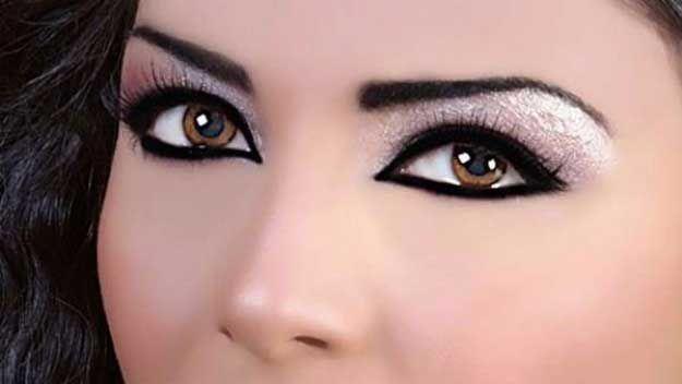 34 Makeup Tutorials For Small Eyes The Goddess Makeup For Small Eyes Makeup Tips For Small Eyes Eye Makeup