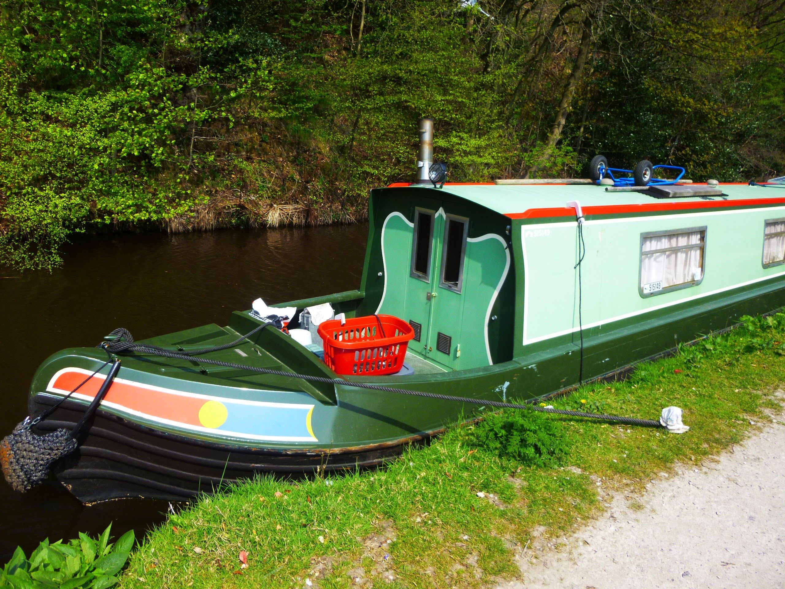 Canal barge in Greenfield England photo by Zrnho Correy.