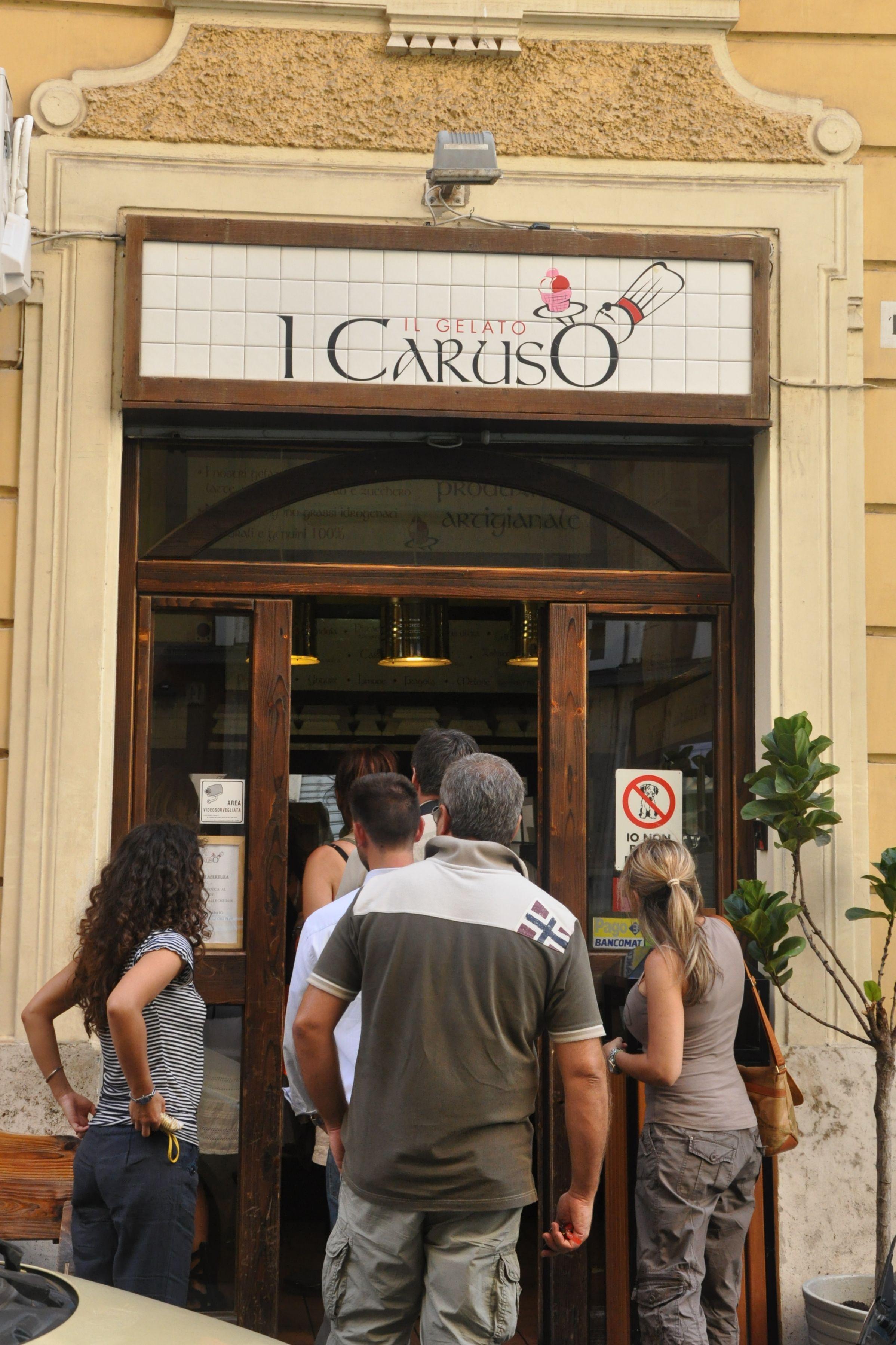 Locals at I Caruso in Rome, gelateria