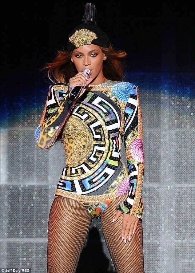 Beyoncé displays her derriere in daring cut-out leotard ...