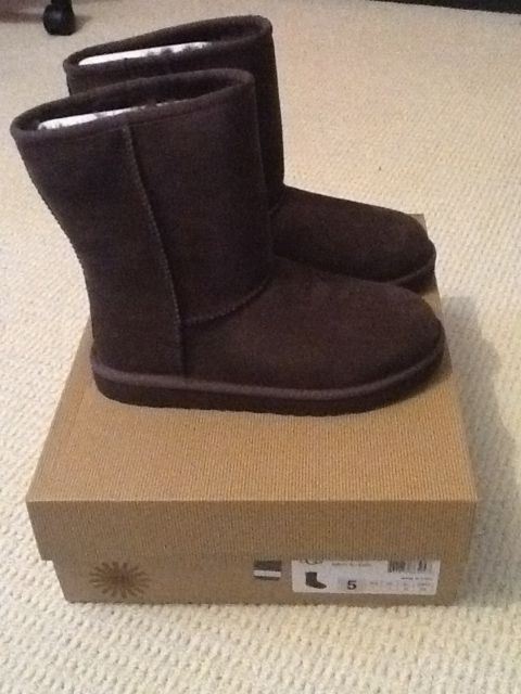 295c2b4fcd Brand new Classic Short Ugg Boots In Chocolate Brown Size Uk 4.
