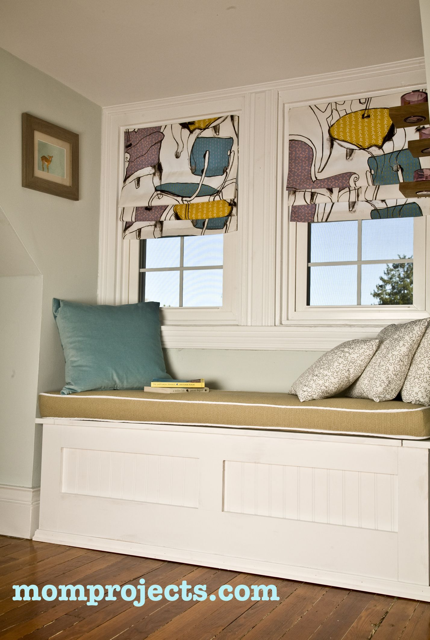 How to Make a Window Seat Cushion With Piping Seat