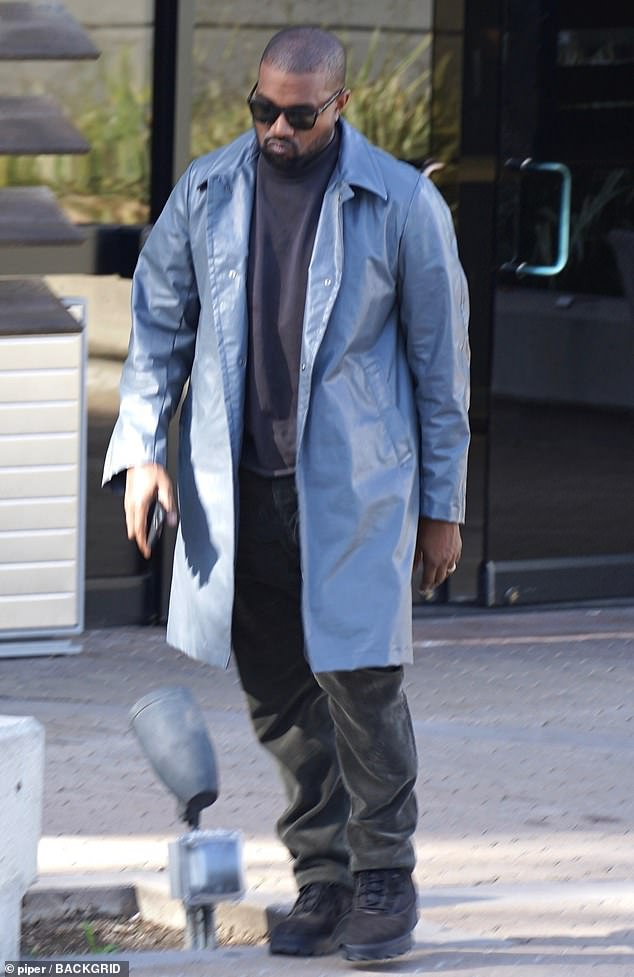 Kanye West Seen For First Time Since Fans Learned The True Name Of The Rapper S Yeezus Album Daily Mail Online In 2020 Kanye West Kanye West Songs Kanye
