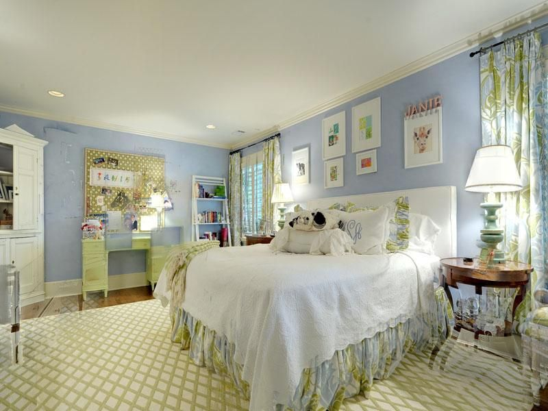 17 best images about blue and white bedrooms on pinterest balloon shades embroidered pillows and blue white bedrooms - Blue And White Bedroom Designs