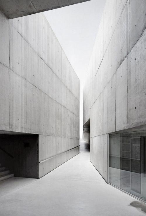Jewish museum berlin by studio daniel libeskind for Daniel libeskind architectural style