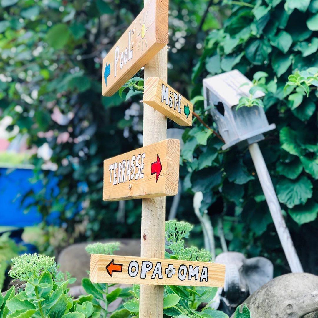 Heute Habe Ich Unseren Kleinen Gartenwegweiser Fertiggestellt So Konnen Wir Uns In Unserem Grossen Garten Nicht Ver Wohnen Und Garten Garten Design Garten Deko