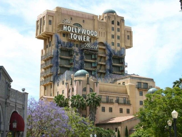 The Twilight Zone Tower Of Terror More Commonly Known As Tower Of Terror Is A Simulated Fre Tower Of Terror Disney California Adventure Hollywood Tower Hotel