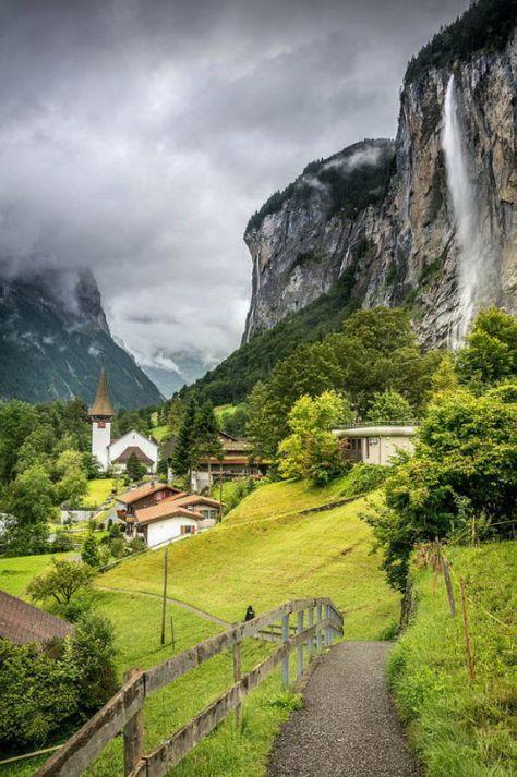Lauterbrunnen / Switzerland (by Toby Hawkes).