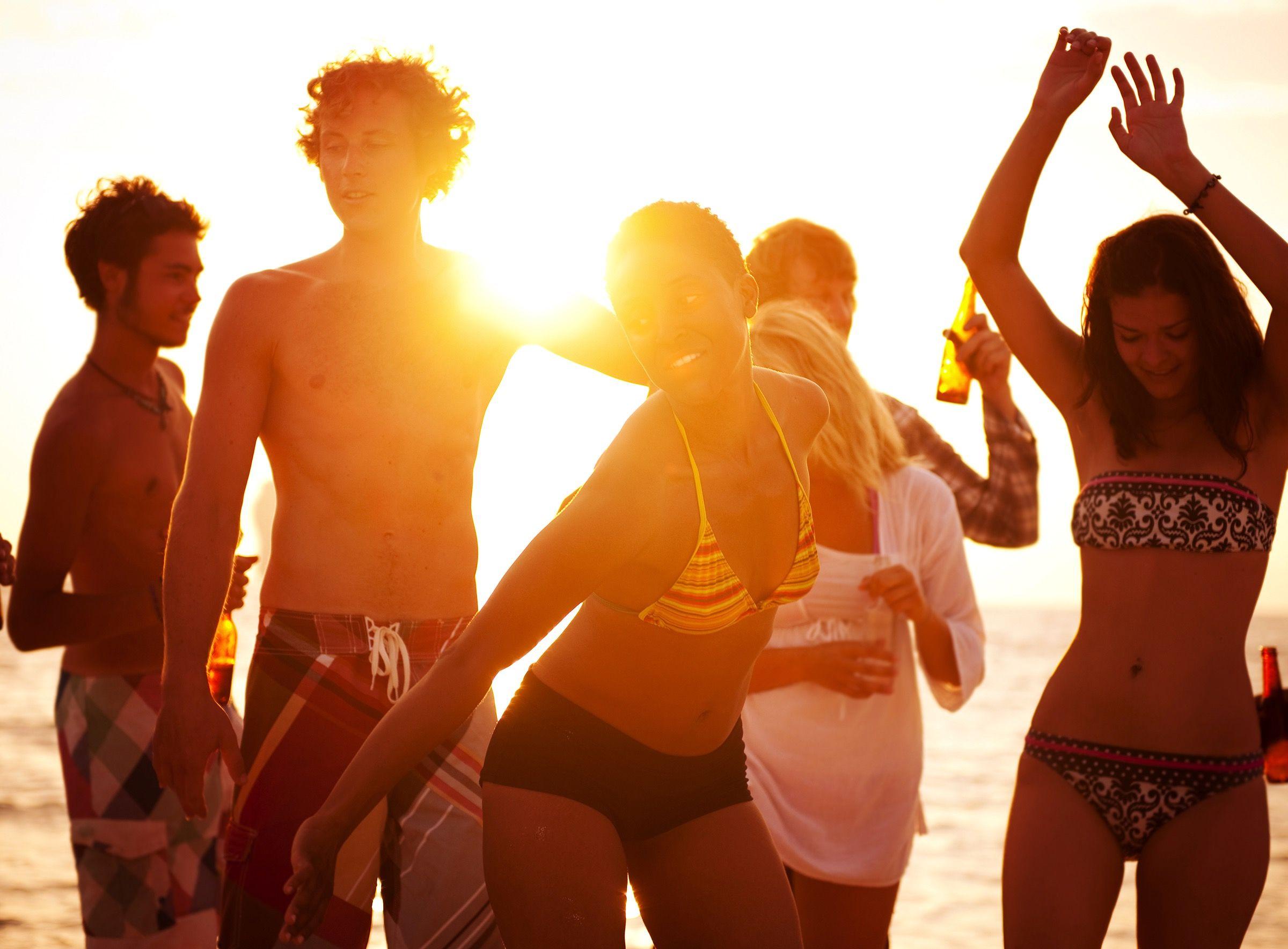Friends Beach Dance Women Men Bikini Sunset Summer Beach