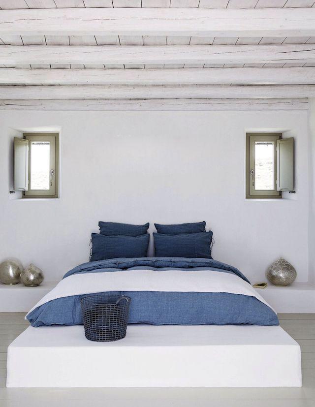 En blanc et bleu sous le soleil exactement Bedrooms, Interiors and