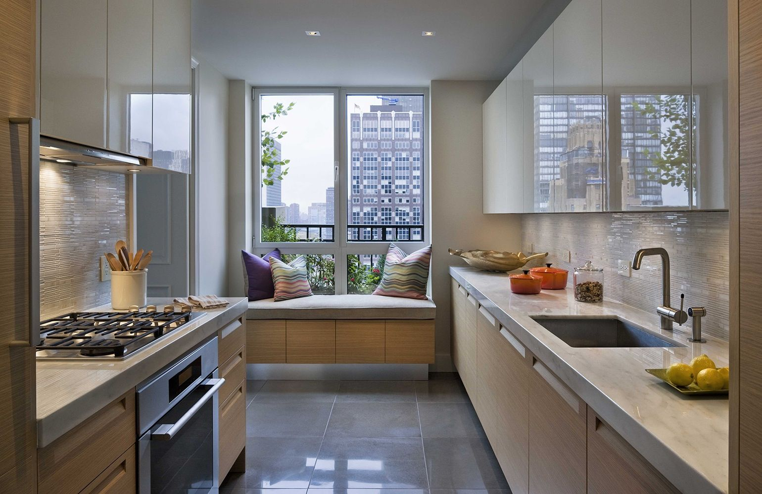 20 Sophisticated Galley-Style Kitchens | Ideas para cocinas, Ideas ...