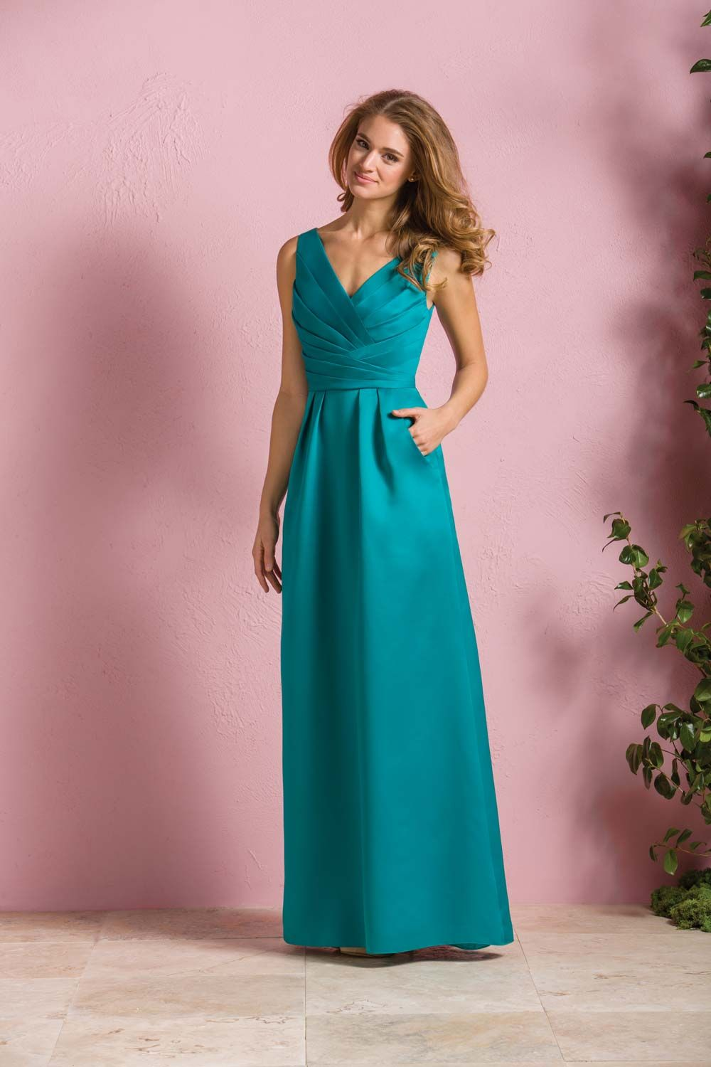 Teal Bridesmaid Dresses: 15 of Our Favourite Styles | Caballeros y Damas