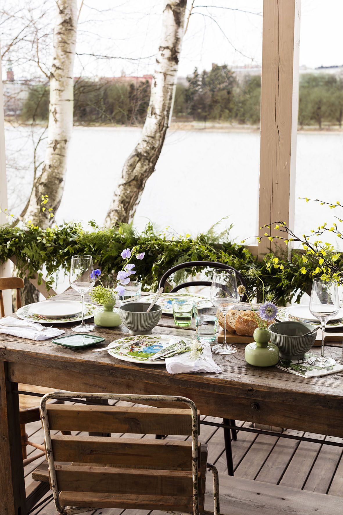 Mid Summer table setting is inviting and summery.