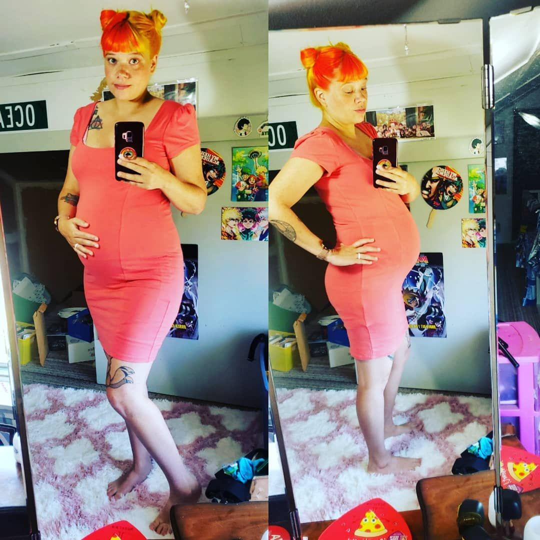 Showing off baby from two angles.  10 weeks left to cook!  #baby#babybump#pregnancybump#pregnancybump#10weeksleft#30weekspregnant#soon#almost#soontobemommy#mommytobe#orangeandyellowhair#orangehair#yellowhair#twotonedhair#dualcoloredhair#dyedhair#animehair#fashionista#ootd#clothes#coral#bodycondress