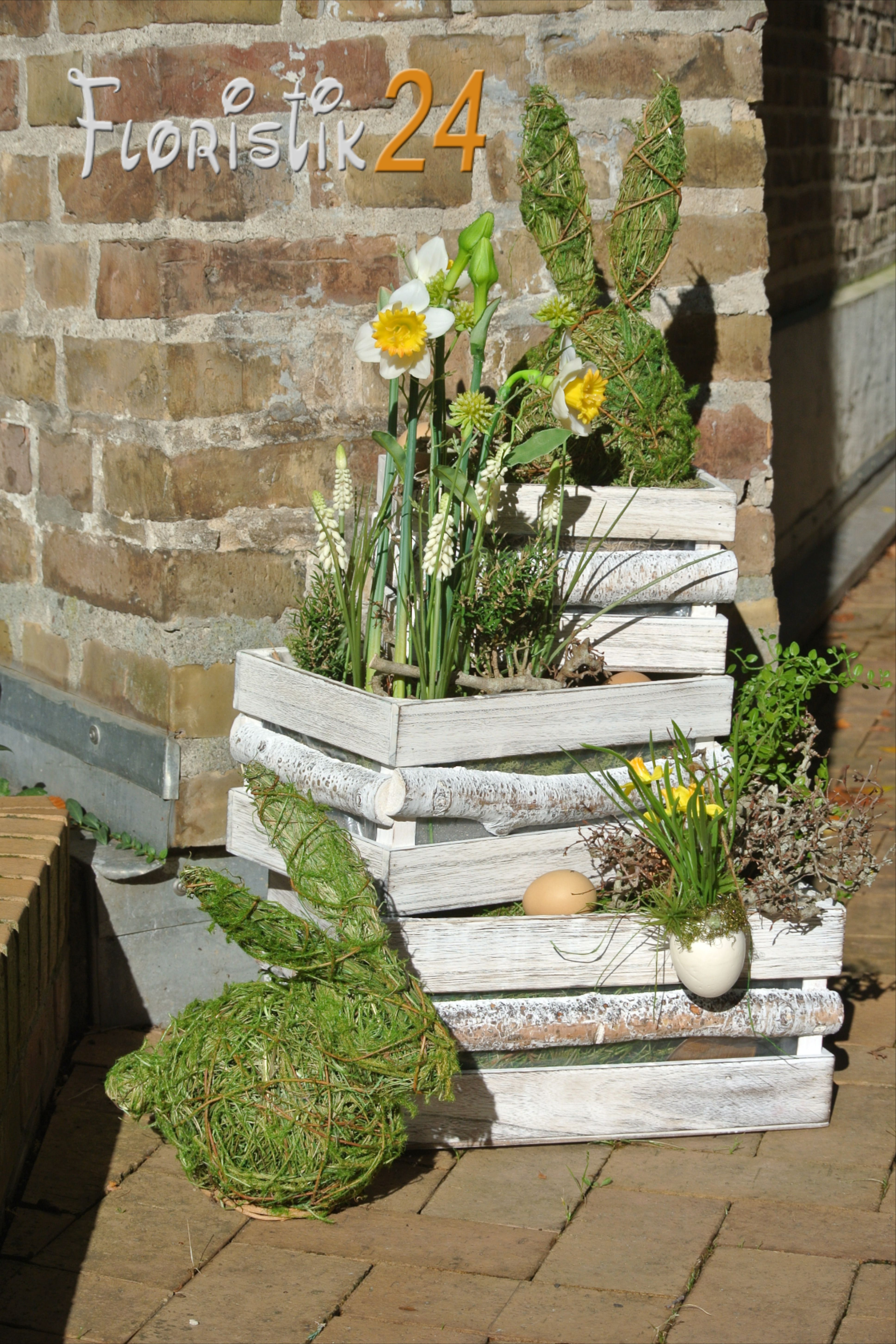 Frühlingsdeko Osterdeko Frühling Ostern Dekoration Gartendeko Holzkiste bepflanzen Frühlingsblumen
