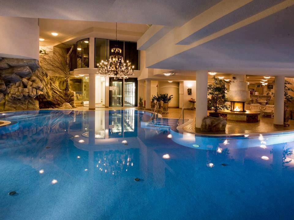 Magnificent indoor pools for your eyes indoor pools for Pool time pools