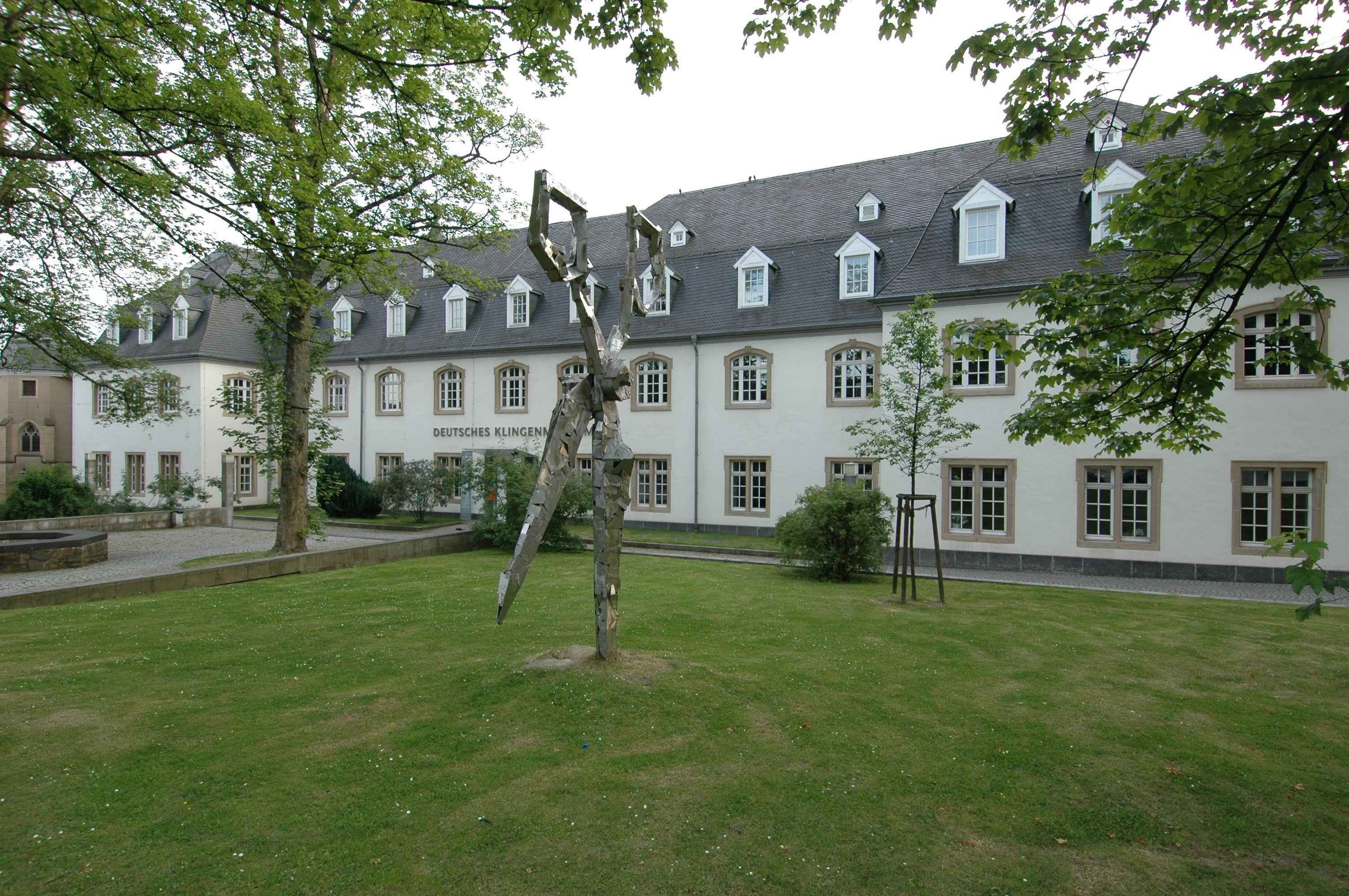 Luxury Repr sentative historische Jugendstilvilla mit altem Baumbestand in Solingen an der Wilhelmsh he gelegen Architektur NRW Pinterest Nrw