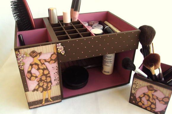 Kit de maquiagem todo decorado em marron e rosa...