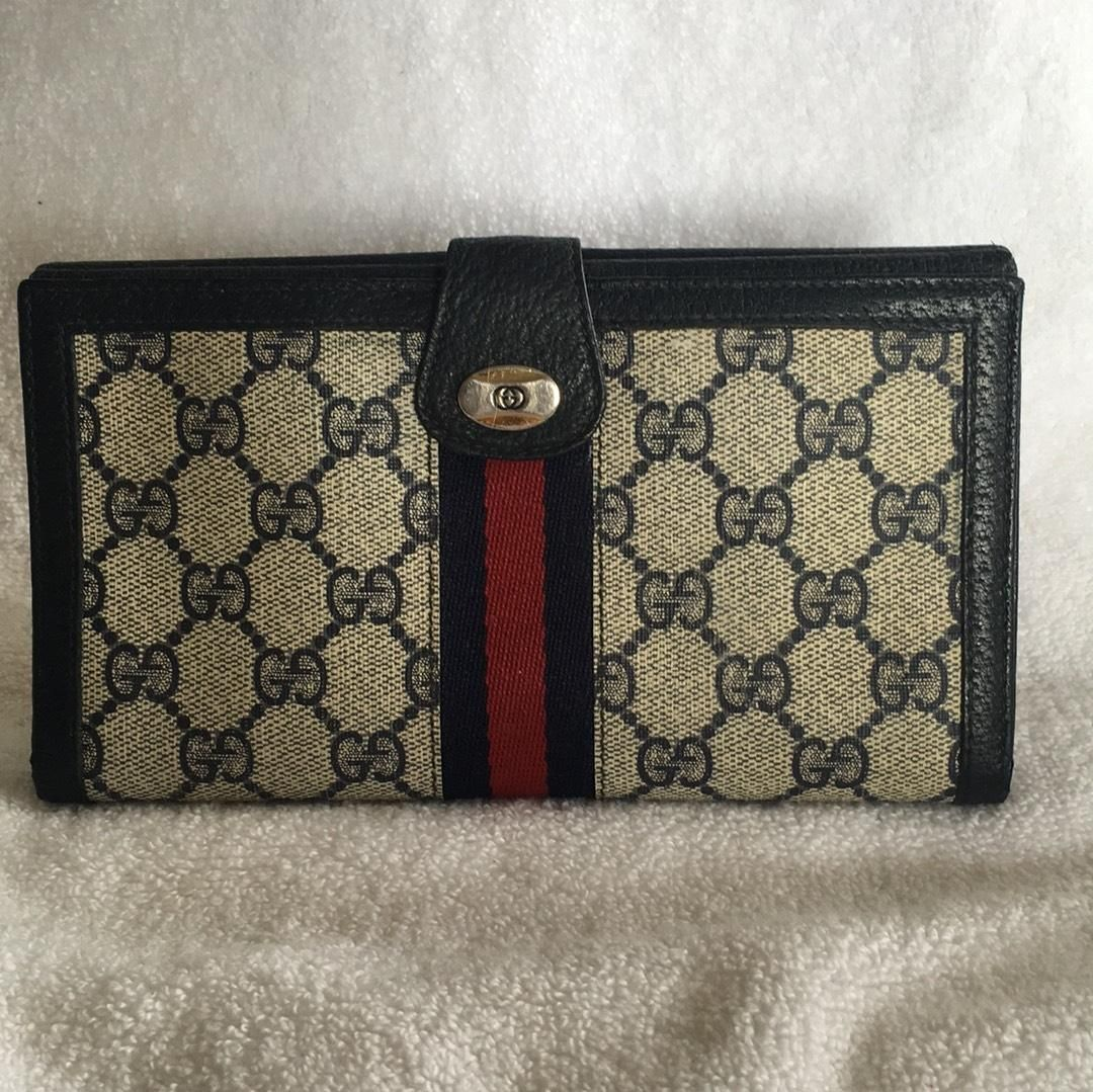 b2d1863725a1 Free shipping and guaranteed authenticity on Gucci Continental Clutch Wallet  GG Monogram Red Blue Webbing at Tradesy. Pre-loved gently used vintage Gucci  ...