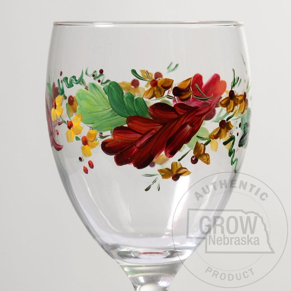 Creative Hand Thanksgiving Fall Leaves Hand Painted Wine Glass These Distinctive Fall Gla Hand Painted Wine Glasses Hand Painted Wine Glass Painted Wine Glass