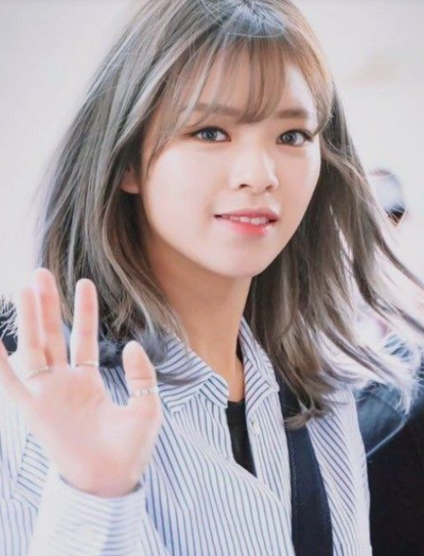 Jeongyeon Pop Idol Kpop Idol Left Handed