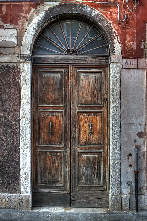 pictures of doors in italy | an old wooden door in Italy ...
