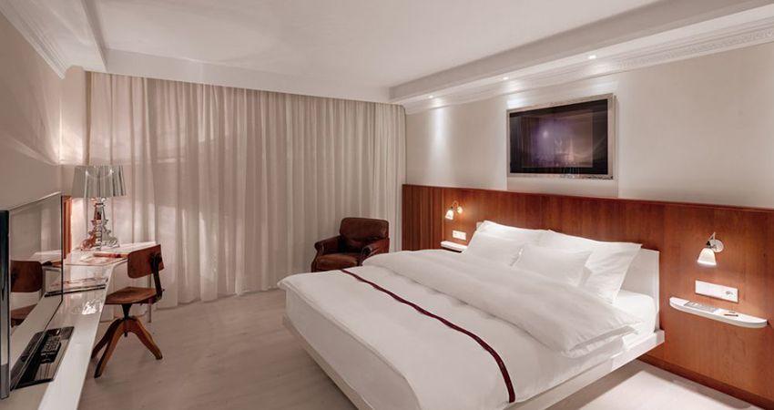 Idee fürs Schlafzimmer, Stuckprofil mit LED Spots, abgehängte Decke
