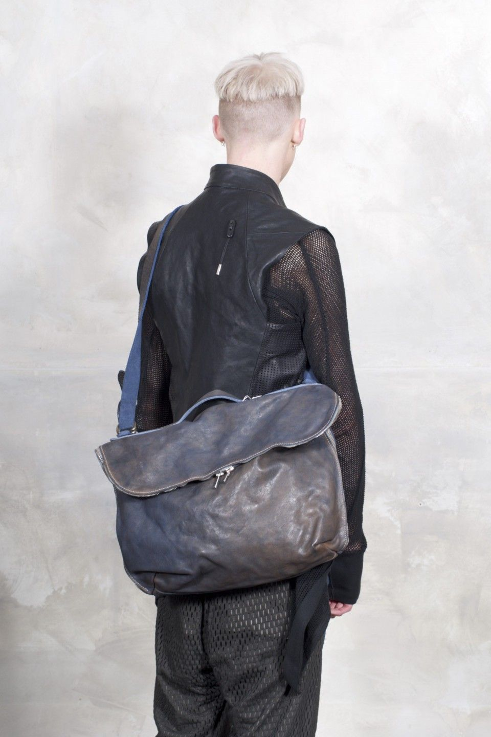 visions of the future  16gui blue m10 cv06t soft horse fg cv bag by guidi