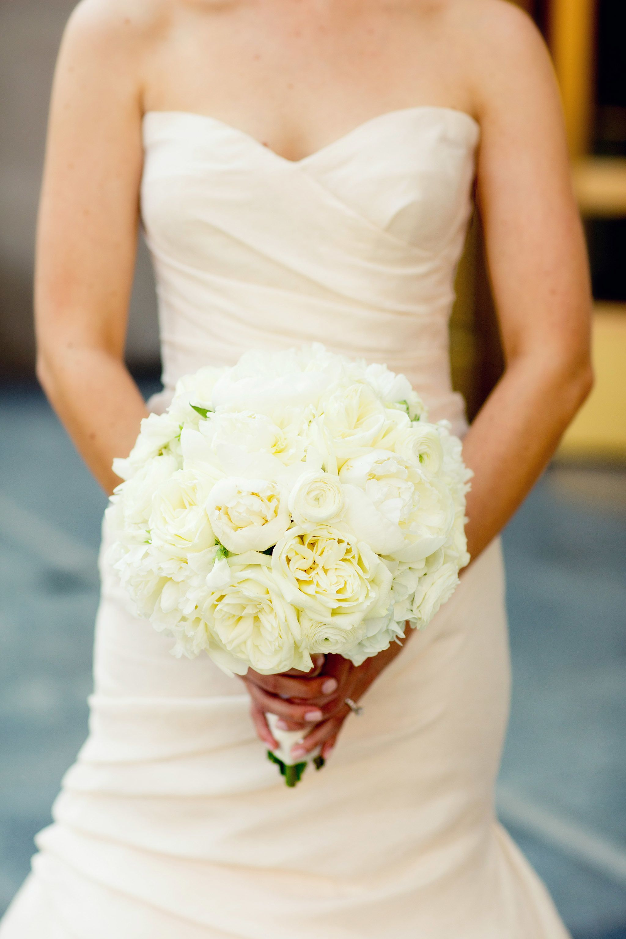 Creamy White Bouquet | Classic Wedding at the Chicago History Museum |  See more - http://www.StyleMePretty.com/illinois-weddings/chicago/2014/02/21/classic-wedding-at-the-chicago-history-museum/ Olivia Leigh Photographie