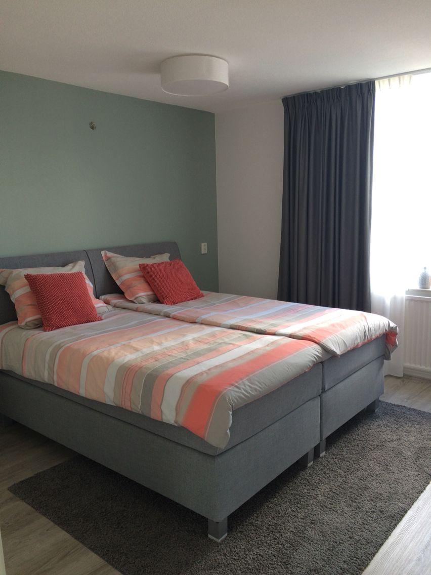 Mijn slaapkamer. Muur geverfd in de kleur early dew van flexa ...