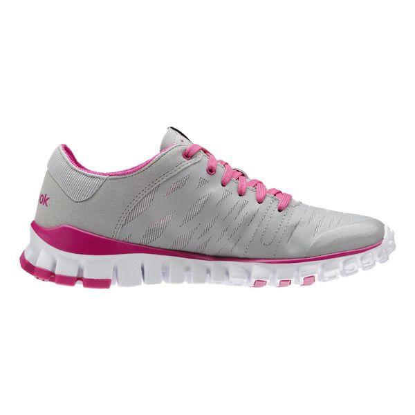 2882b04314cc3 Pin de Amy Assmara en Zapatos Deportivos