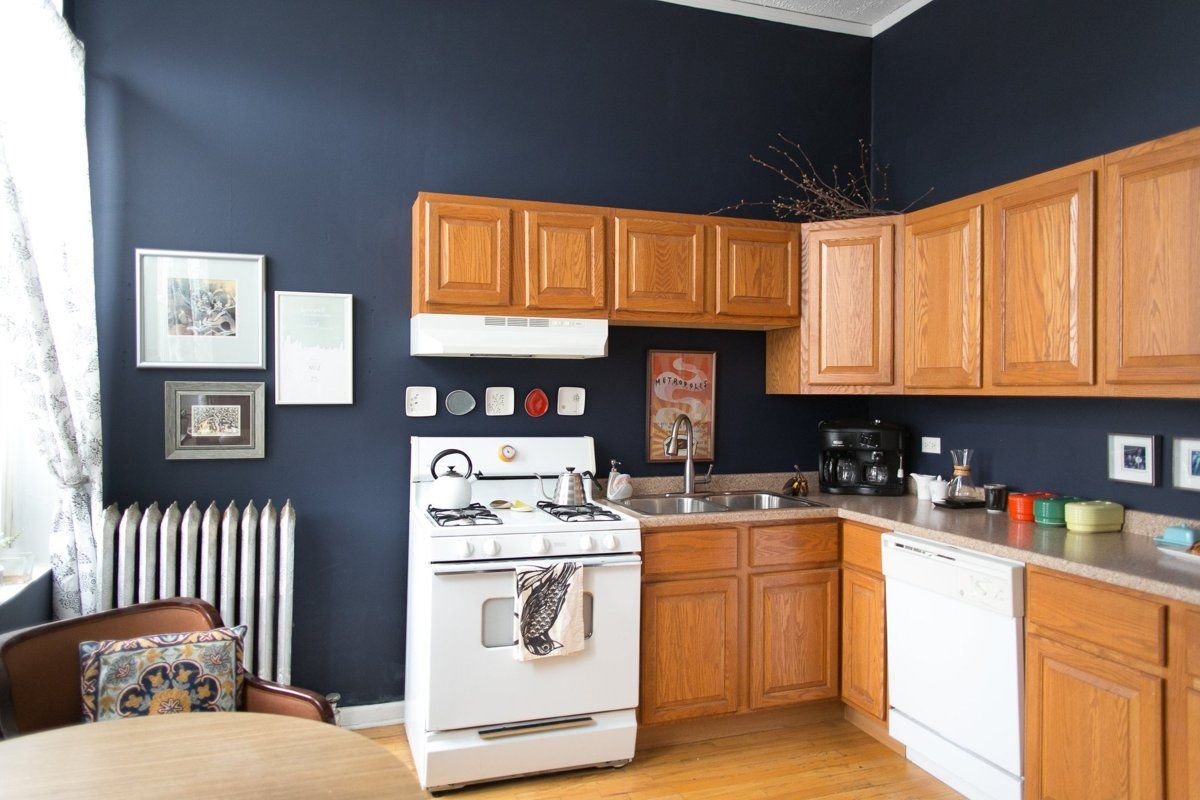 This Is How To Deal With Honey Oak Cabinets Paint The Walls Midnight Blue Blue Kitchen Walls Honey Oak Cabinets Oak Cabinets