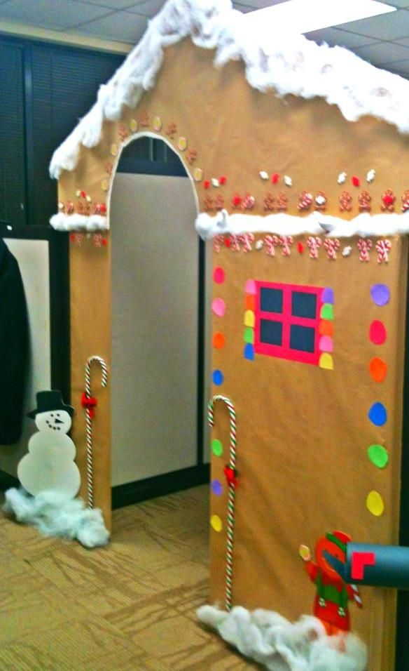 cubicle into a gingerbread house crafty office christmas christmas decorations christmas. Black Bedroom Furniture Sets. Home Design Ideas