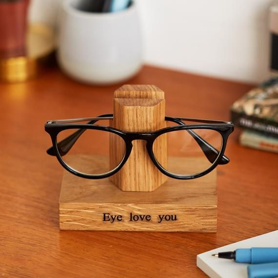 Solid Oak Personalised Glasses Stand / Gifts For Grandparents / Gift for Grandad / Eye Glasses Holder / Retirement gift / Sunglasses Stand #bestgiftsforgrandparents