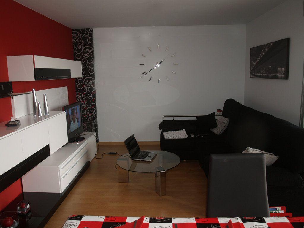 Salon rojo negro y blanco sal n rojo decorar tu casa y for Casa minimalista rojo