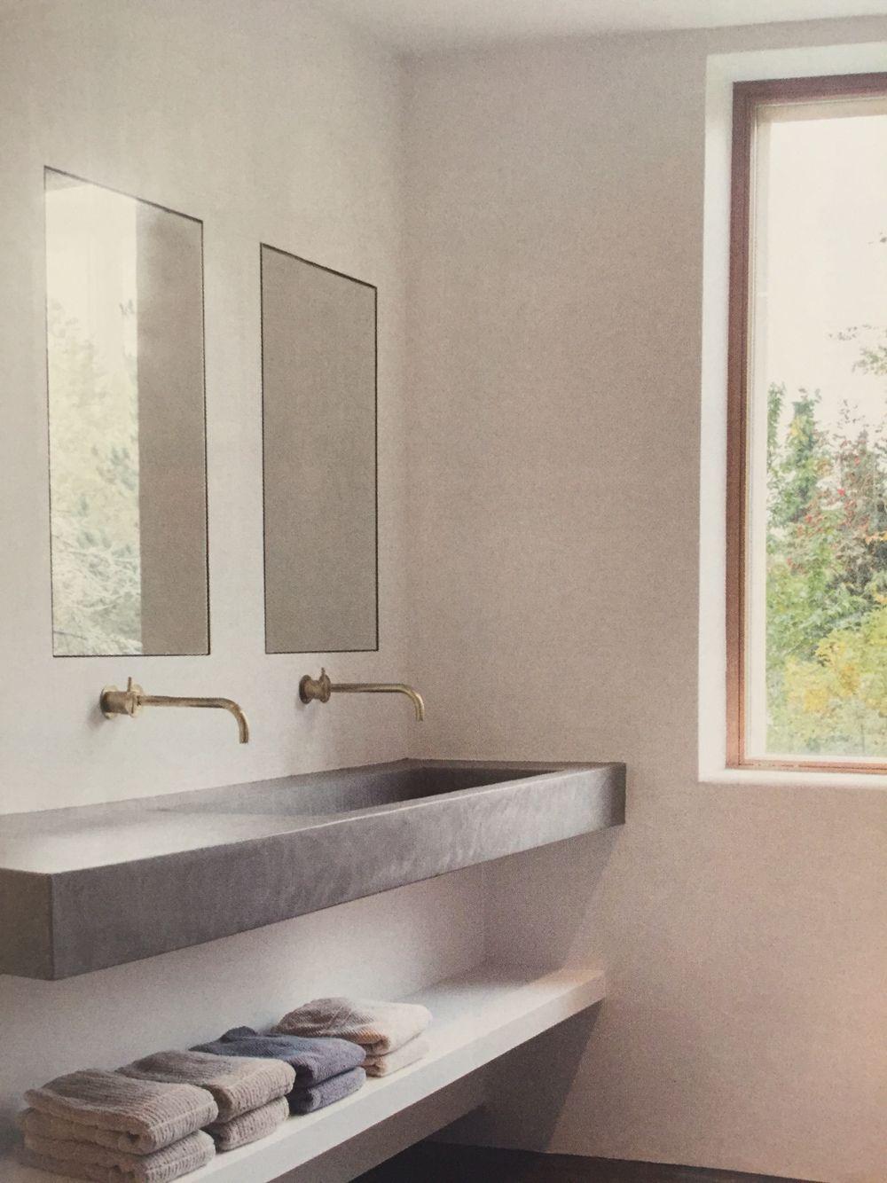 2 ingestucte spiegels boven dubbele wastafel | B A D K A M E R ...
