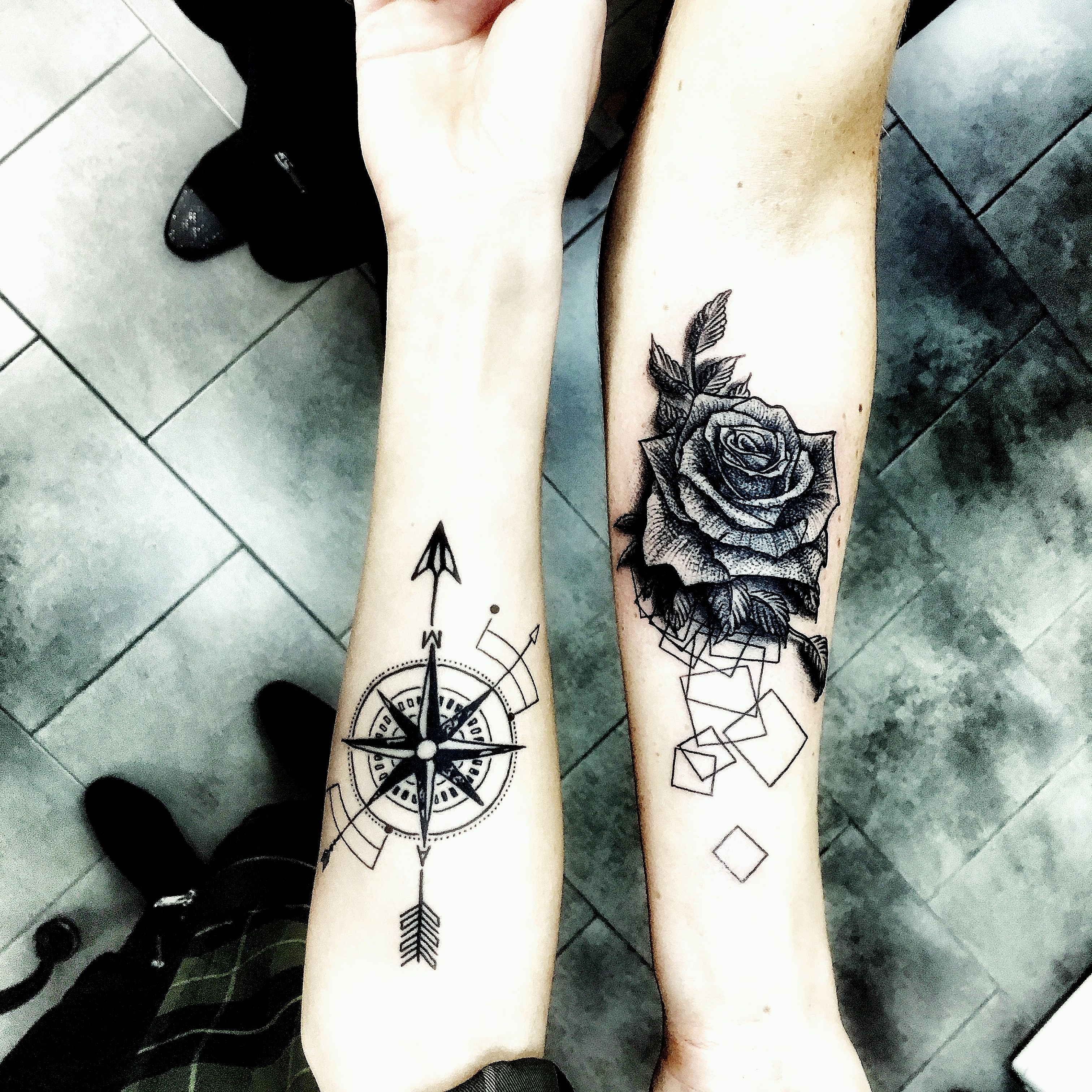Tatuaże Róża I Róża Wiatru Pomysły Na Tatuaż Dla Słodkiej