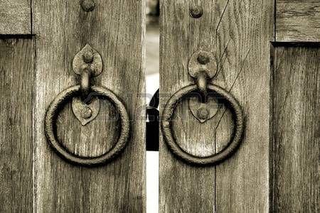 古代の木製の門 Photo 木製ゲート ドア ドアノッカー
