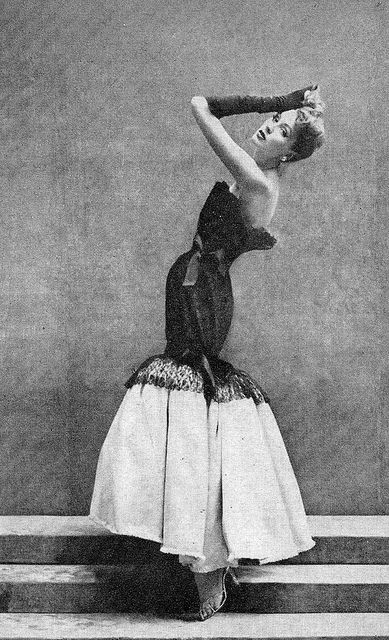 Suzy Parker wearing a Balenciaga dress, photographed by Richard Avedon for Vogue, September 1952.