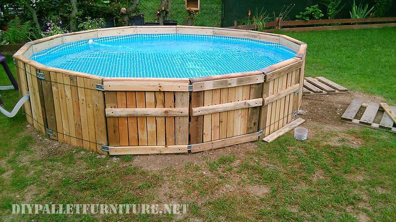 Another nifty pool built with pallets made with Celine Treiber This