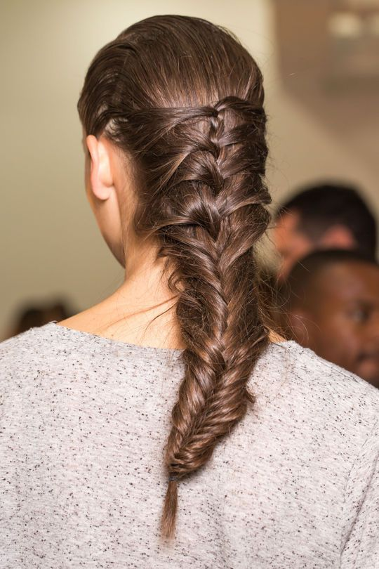 Simple Elegant 3 Beauty Trends You Thought Were Over but So Aren t French Fishtail BraidsMermaid Trending - Simple Elegant herringbone braid Simple