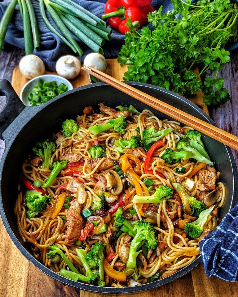 50+Asiapfanne mit Nudeln Huhn und Brokkoli   Rezepte   Kochrezepte   Kochen   Instakoch.de