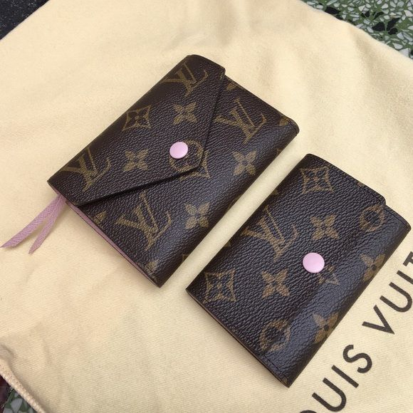 5e02cba0b398 Mama and baby Louis Louis Vuitton Victorine wallet and 6 key ring holder in  rose ballerine. Sharing right now Louis Vuitton Bags Wallets