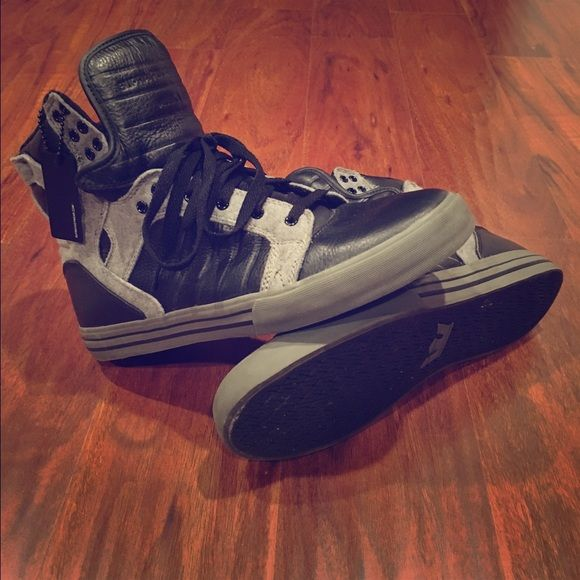 MENS Black and Gray Supra's Men's Black and Gray Supra's! In New Condition! Girlssss this is great for a guys Christmas present and at a GREAT price considering the brand! Make me an offer!!! Size 10.5 MENS Supra Shoes Sneakers