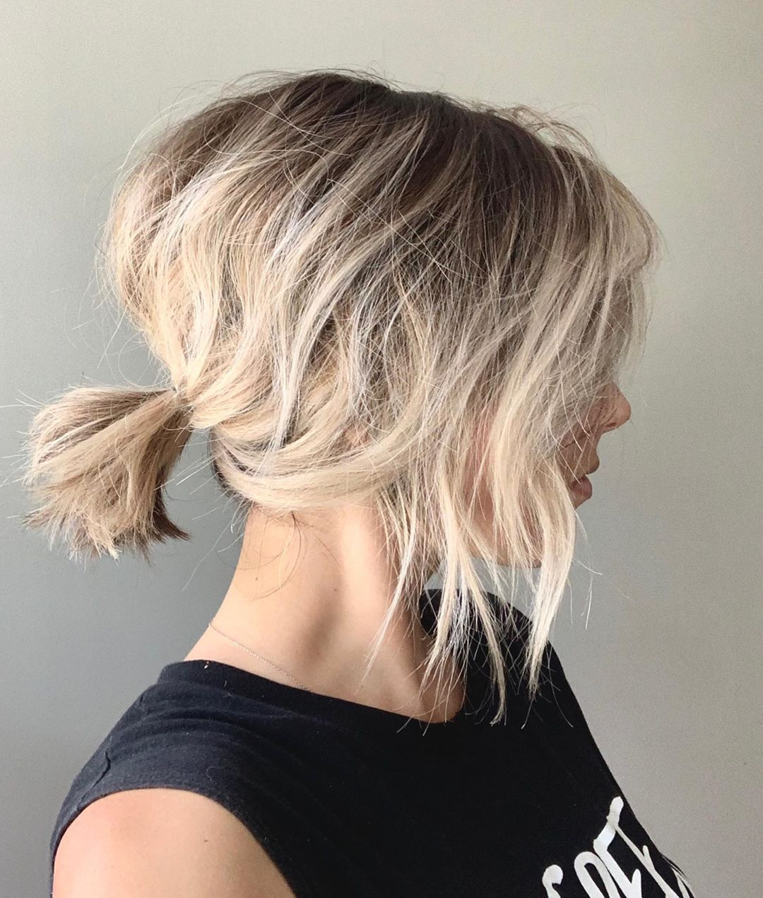 30 Hairstyles To Try In November Messy Blonde Bob Choppy Bob Hairstyles Wavy Bob Hairstyles
