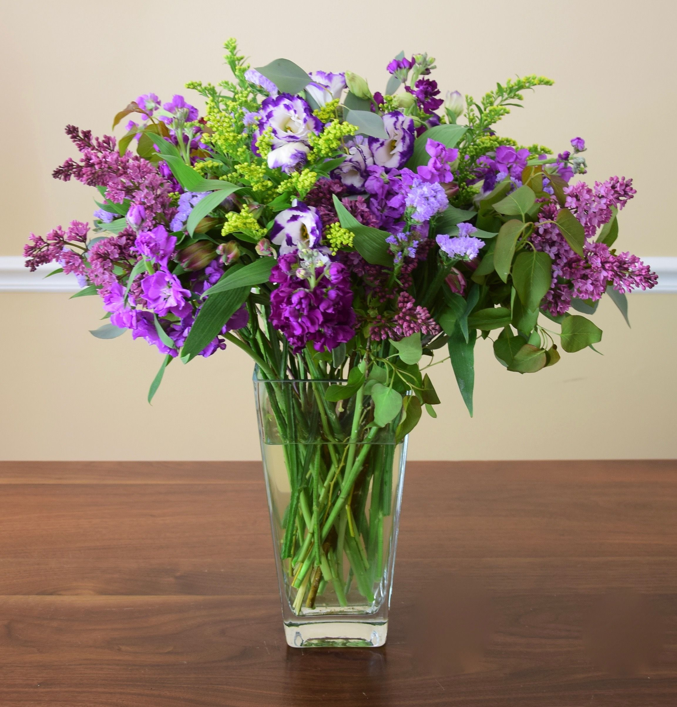 Shades Of Purple In A Flower Arrangement Lilac Stock Lisiantus With Images Fresh Flowers Arrangements Flower Arrangements Flowers