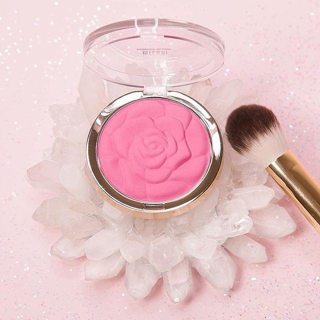 #오마리뉴스 #marienews  장미빛 주말을 보내기 바라며 #로즈 뷰티템을 소개합니다 뷰티 유투버들의 #애정템 으로 유명한 #밀라니 의 로즈 파우더 블러쉬에요 말린 장미 컬러로 자연스럽게 발색되는 게 특징이죠. @milanicosmetics _ Try Rose Powder Blush for perfectly flushed cheeks. #Milani -#MilaniCosmetics #Blush #RosyCheeks #RoseBlush #MinimalMakeup Editor/ KJY  via MARIE CLAIRE KOREA MAGAZINE OFFICIAL INSTAGRAM - Celebrity  Fashion  Haute Couture  Advertising  Culture  Beauty  Editorial Photography  Magazine Covers  Supermodels  Runway Models