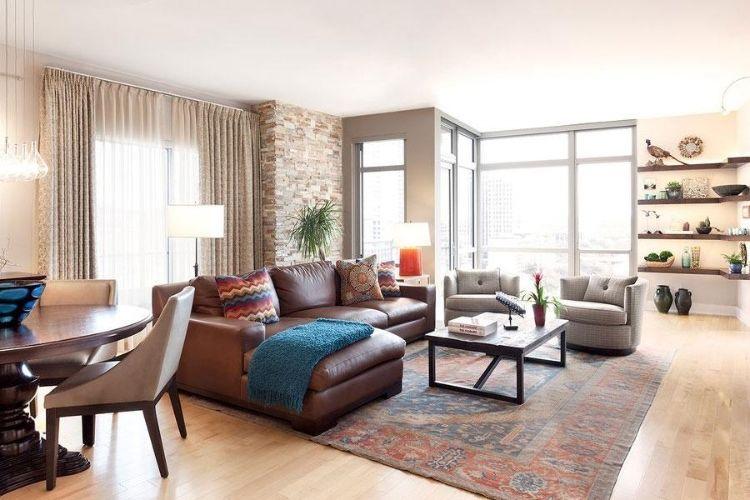 Sofa Mitten Im Raum Kamin Rustikal Steinwand Verblender Sessel